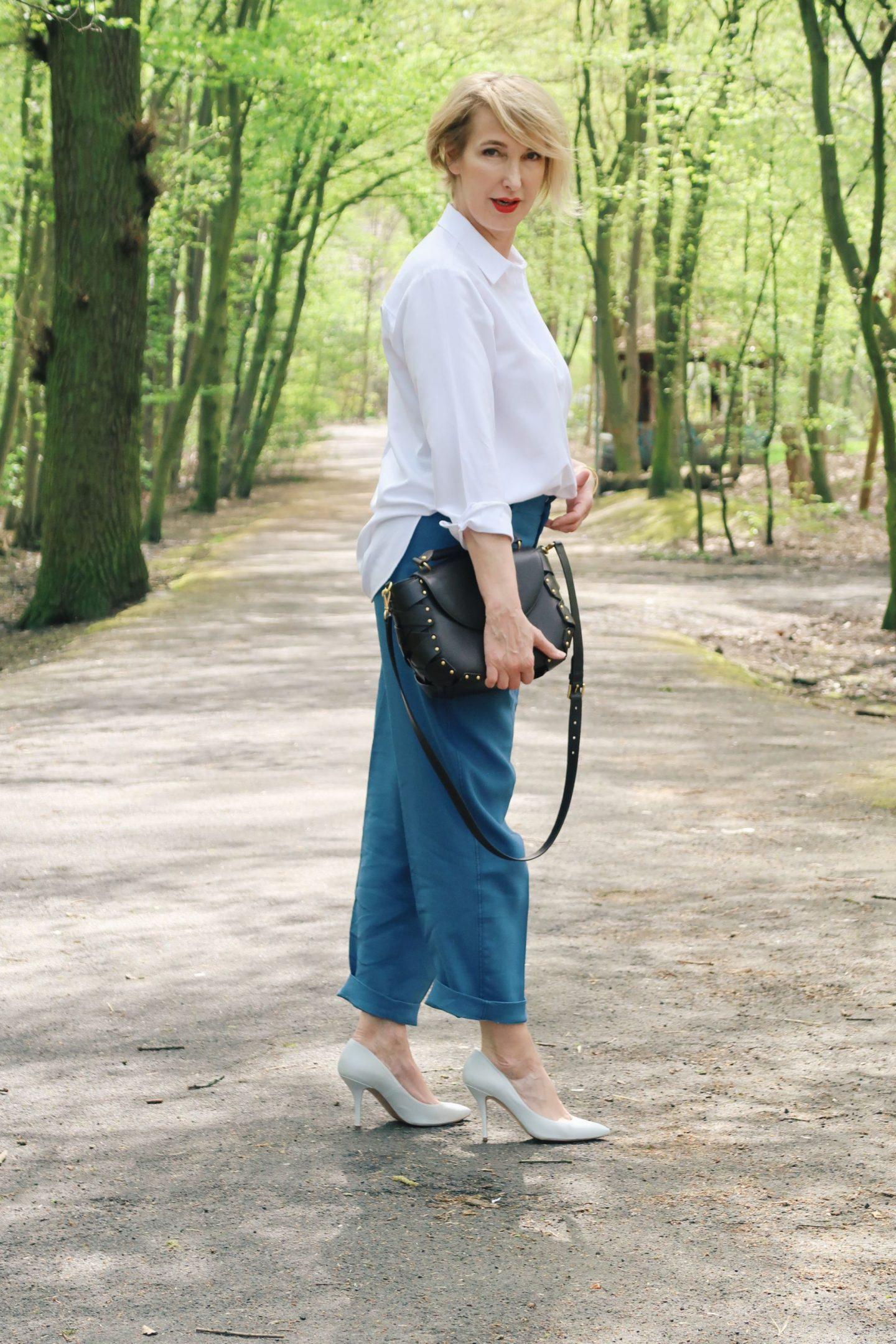 Klassische weiße Bluse und ein Bloggerinterview