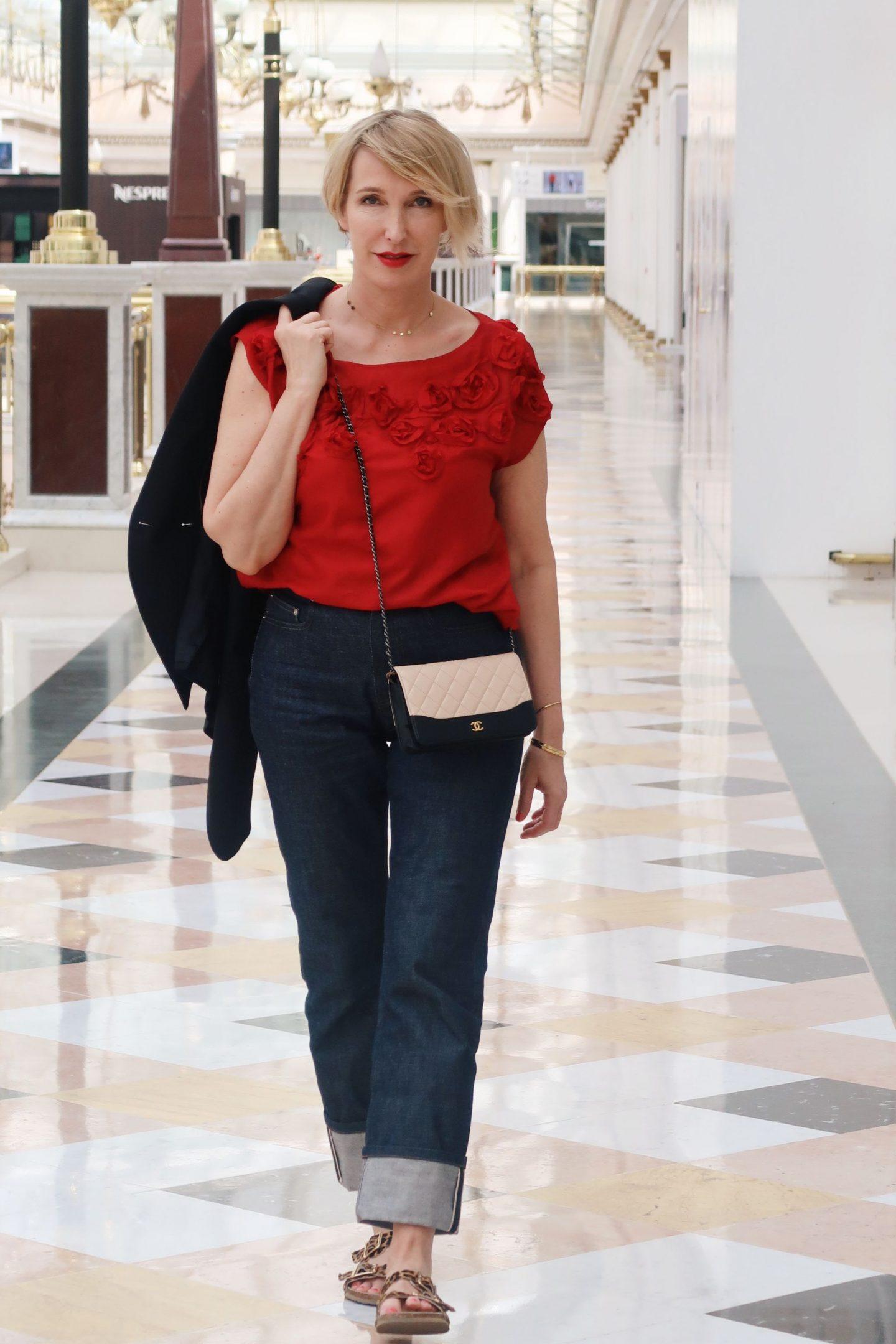 Rote Seidenbluse zur Jeans