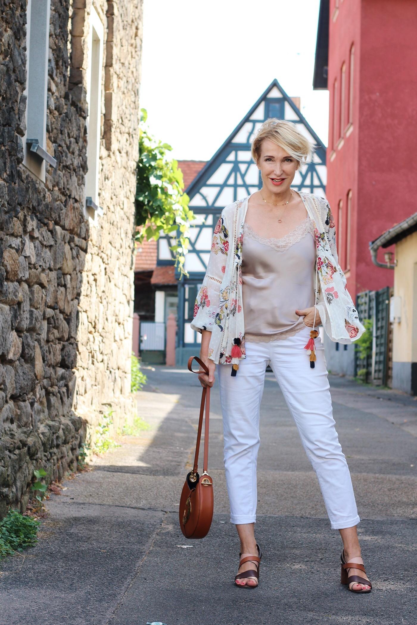 Weiße Jeans auch im Herbst