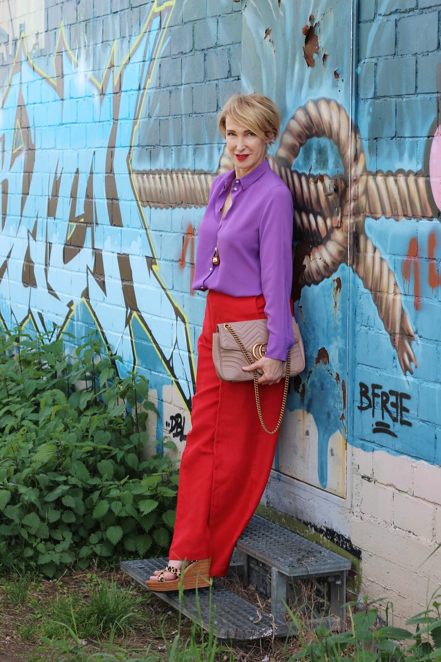 Color-Blocking – Lila mit Rot kombiniert