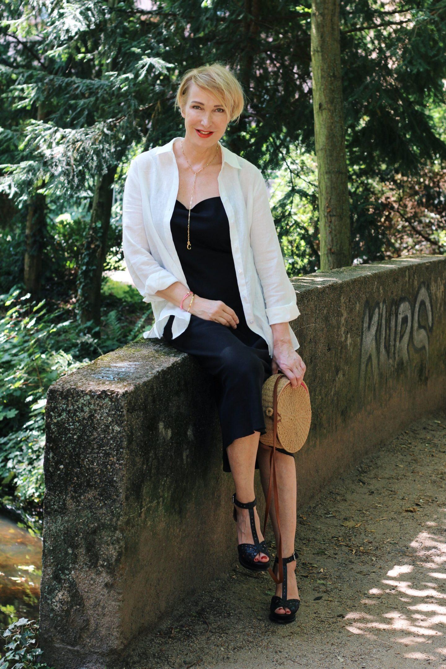 Outfit mit einem unkomplizierten Sommerkleid