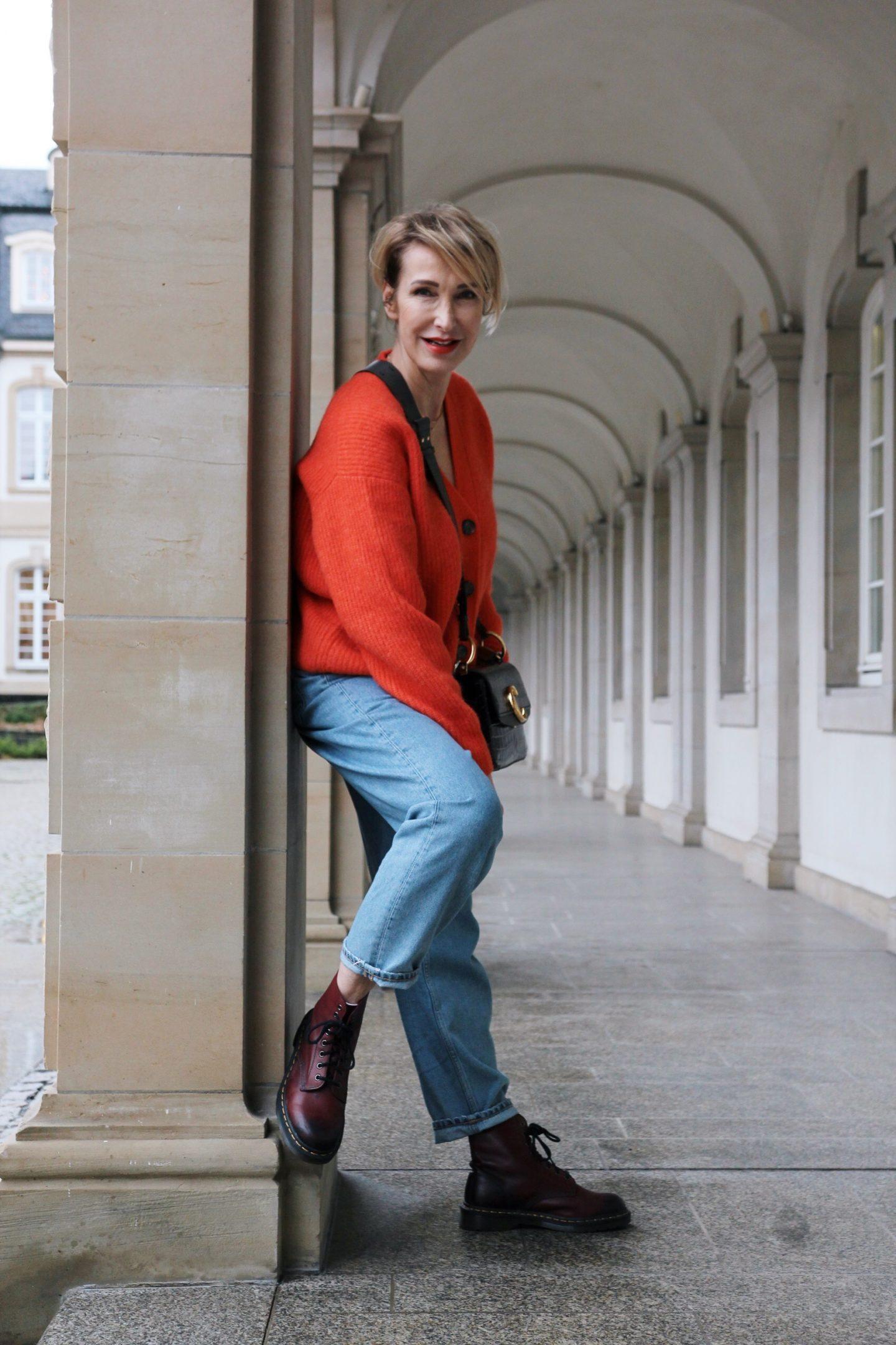 Wie style ich eine Mum-Jeans?
