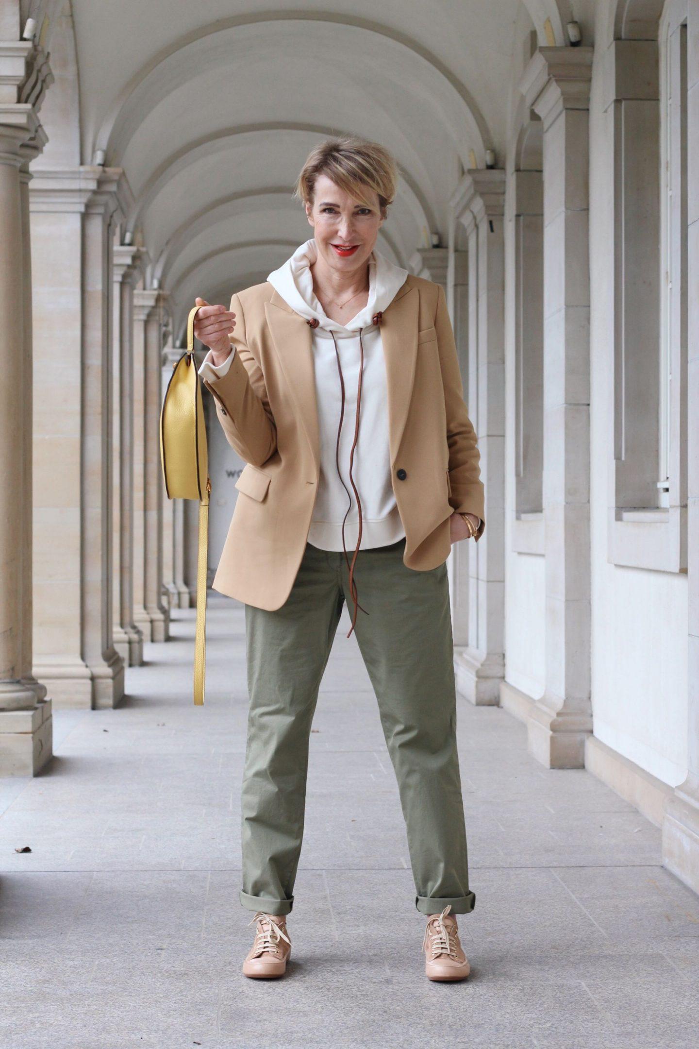 Ein Outfit und Schutzvorkehrungen im Büro
