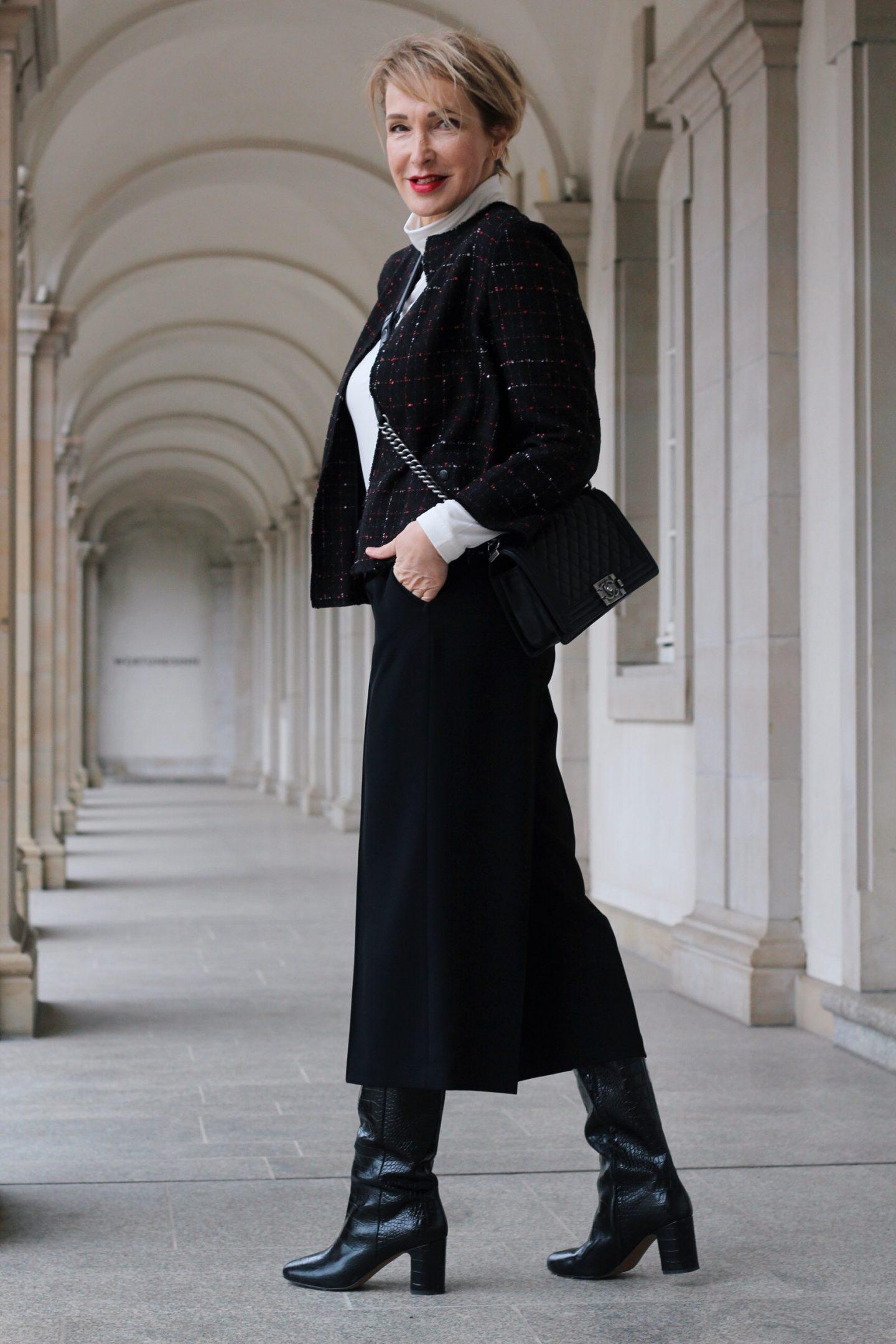 Herbst-Outfit mit Culotte und Bouclé Jäckchen