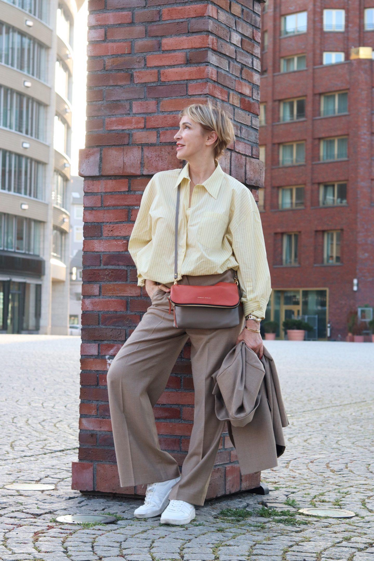 Wie stylt heute die Ü50 Frau einen Hosenanzug?