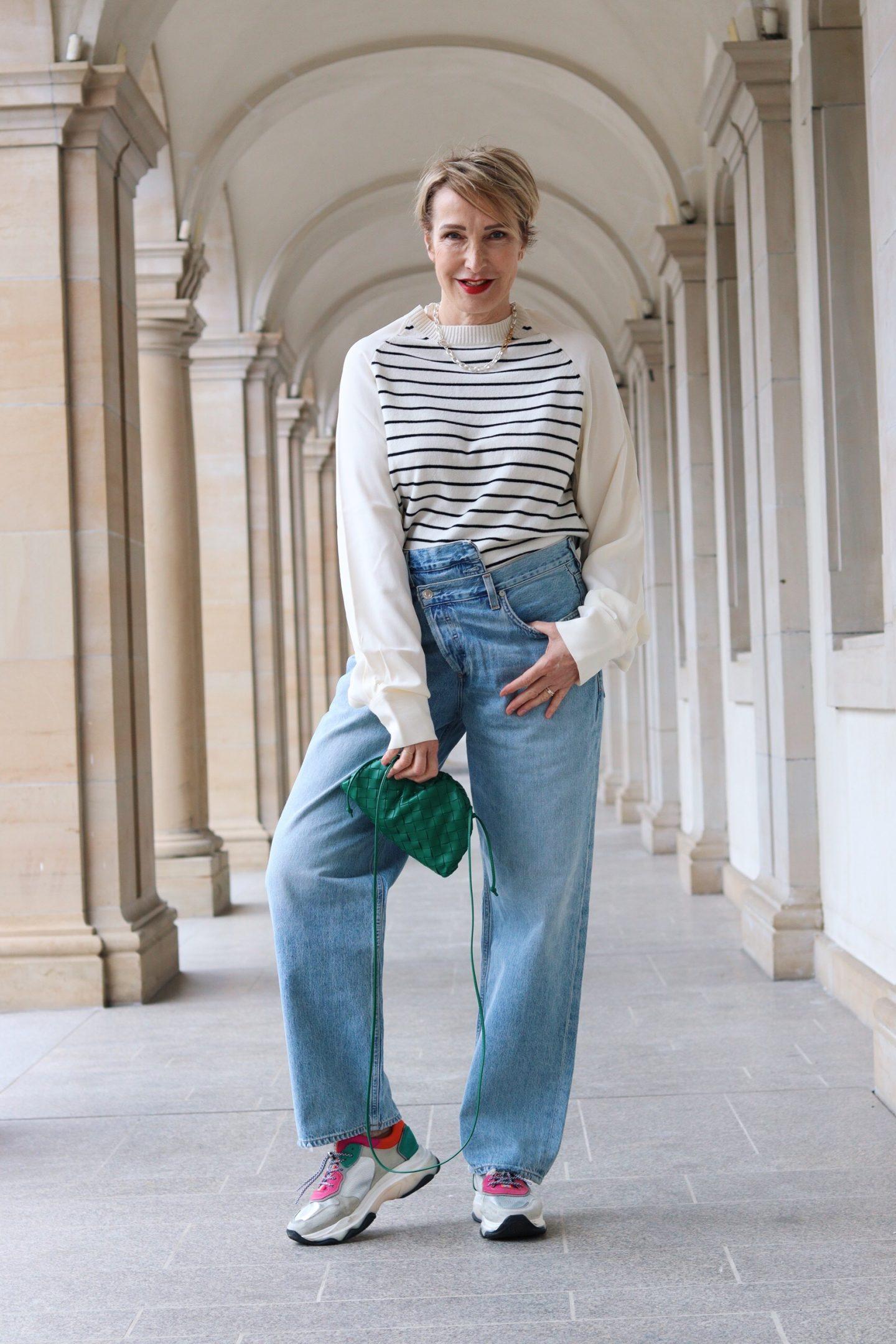 Criss Cross Jeans – wie style ich sie mit über 50?